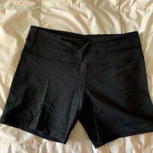 Lululemon size 6 groove reversible shorts